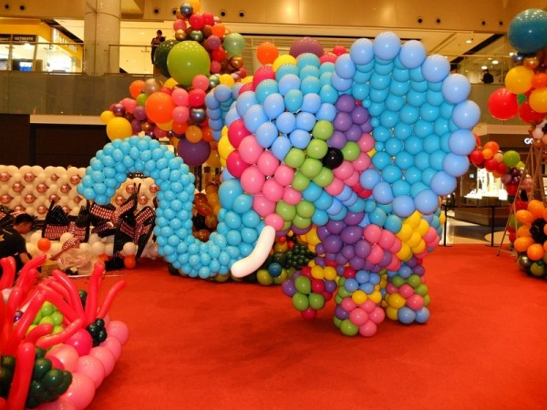 Largest Balloon Costume 2018